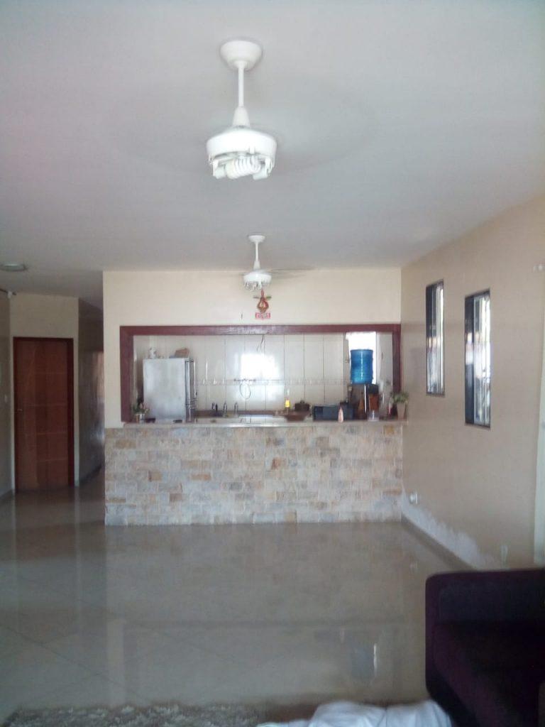 Casa toda mobiliada com 4 quartos sendo 3 Suites, com Ar Condicionado em todos os Cômodos, Piscina