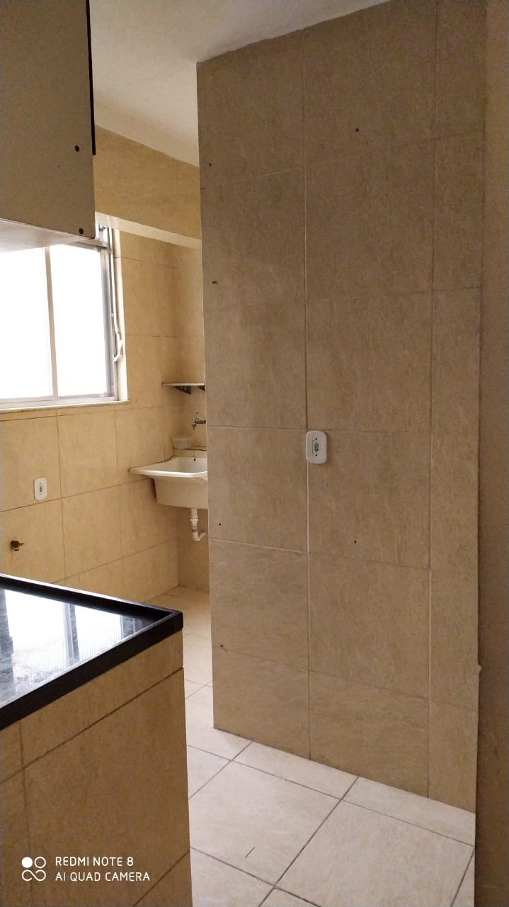 """Apartamento """"vazio""""em Irajá, com 52 Mts², 2 quartos, Sala, banheiro, Cozinha. Prontinho para morar !"""