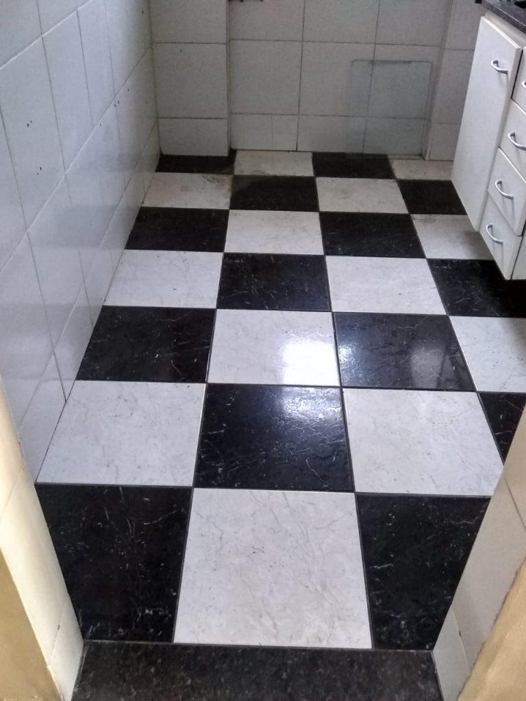 Excelente Apartamento em um Condomínio Fechado, no 2º andar, com 02 Quartos, Sala, Cozinha, Banheiro