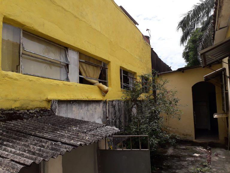 A casa de 150 metros quadrados, com Sol da Manhã, está localizado no bairro Bento Ribeiro- Rio de Janeiro, RJ – com 2 quartos, sendo , Banheiro com Box, Cozinha, Sala, Varanda, Área de Serviços, todos os Cômodos com piso frio, Espaço para construção de Piscina