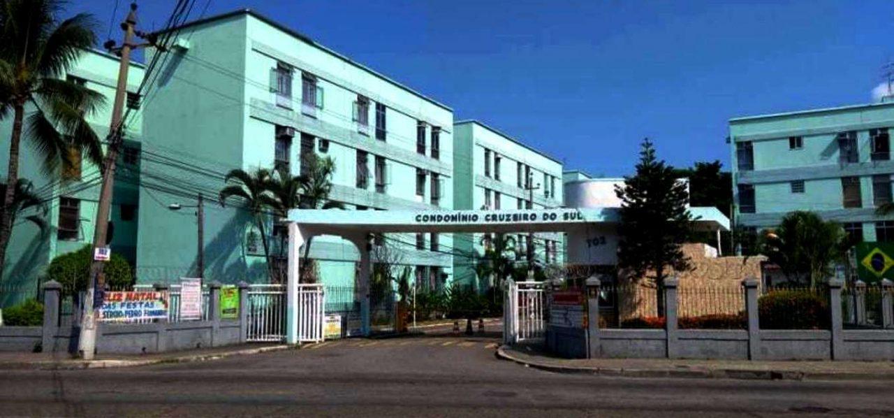 Apartamento com 2 Quartos à Venda, 52 m² por R$ 230.000