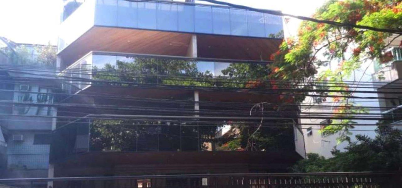 Apartamento com 3 Quartos à Venda, 320 m² por R$ 1.350.000